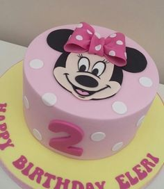 Minnie Mouse - Cake by The Buttercream Pantry