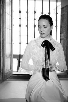 White Chiara/ White Blosson (capa).  #wedding #weddingdrees #bridal #bride #novias #atelier #vintage #whitegatache #whitechiara#noviasdiferentes #noviasespeciales #style #lovevintage
