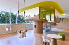 Das ist mir ja gleich sympathisch! Dieses knuddelige Design findet man im Spring Learning Center in Hong Kong. Joey Ho Design hat sich das alles ausgedacht und eine wunderbare Welt kreiert, in der Kinder und Erwachsene ihrer Fantasie freien Lauf lassen kön