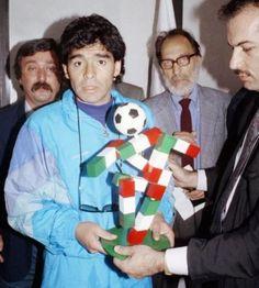 """Con """"Ciao"""", la mascotte di Italia'90"""