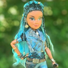 Can't wait for descendants 3 can't you ? Disney Descendants Dolls, Disney Descendants 3, Disney Dolls, Disney S, Ursula Disney, Frozen Pictures, Disney World Pictures, Cheyenne Jackson, China Anne Mcclain