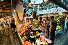 Must-Visit Food Markets in Madrid:When it comes to markets around the world, there is no doubt Europe shines. From the Mercat de La Boqueria in Barcelona. Murcia, Mercado San Anton, Mercado Madrid, La Boqueria, Madrid Food, Madrid Barcelona, Valencia, Attraction, The Neighbourhood