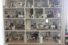 Beautiful dollhouse. I'd love to sit in front of this and just stare at all the rooms. So much to look at.