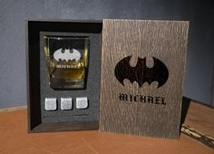 Coaster and glass and 3 whiskey stones in personalized wood box. Whiskey Gift Set, Superhero Gifts, Real Leather, Italian Leather, Wedding Silhouette, Leather Coasters, Personalized Coasters, Glass Boxes, Light Oak