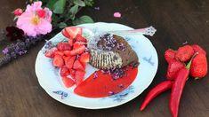 Sjokoladefondant med chili og salt karamell – NRK Mat – Oppskrifter og inspirasjon Dessert Recipes, Desserts, Bon Appetit, Acai Bowl, Fondant, Chili, Salt, Cooking Recipes, Chocolate