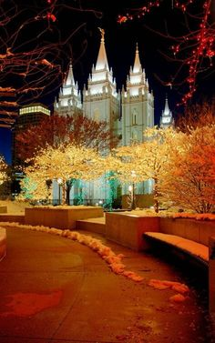 Temple Square Christmas lights, Salt Lake City, Utah Girls trip next winter? Lds Temple Pictures, Lds Pictures, Church Pictures, Salt Lake Temple, Salt Lake City Utah, Mormon Temples, Lds Temples, Temple Square, Lds Mormon