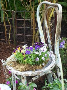 Interior design - ideas for small gardens. From Help Beat Cancer Home Insurance. T: 0844 736 8234.