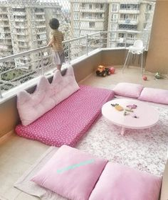 Pin by Maria Veronica on Pink bedroom decor in 2019 Small Balcony Decor, Small Room Decor, Balcony Design, Small Space Interior Design, Home Room Design, Interior Design Living Room, Pink Bedroom Decor, Pink Bedrooms, Sunroom Decorating
