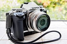 Top 10 Compact Cameras for Travelers -- National Geographic. Olympus OM-D E-M5 Mark II This is a new version of an Olympus OM camera that dates back to the 1970s. If you like technical features, particularly when shooting cities at twilight, you'll like the multishot 40-megapixel mode.