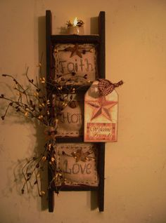 Primitive Ladder Decor Use this for metal Christmas stars. Primitive Homes, Easy Primitive Crafts, Primitive Kunst, Primitive Bathrooms, Country Primitive, Vintage Bathrooms, Ladder Decor, Prim Decor, Primitive Decorations