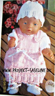 Baby born opskrifter 43 cm. Spencer med sløjfebånd i livet en bluse med pufærmer en hue med mønster og sko med roser