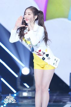 Irene - Show! Kpop Girl Groups, Korean Girl Groups, Kpop Girls, Park Sooyoung, Seulgi, Red Valvet, Redvelvet Kpop, Red Velvet Irene, Girls Generation