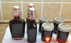 Mennonite Girls Can Cook: Blackberry Syrup. For every four cups of syrup add 2 Tbl. of butter and a half tsp. of vanilla extract. Gives it more flavor. Blackberry Recipes, Blackberry Syrup Recipe For Canning, Canning Syrup, Salsa Dulce, Waffles, Canned Food Storage, Homemade Syrup, Jam And Jelly, Home Canning