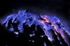 """marthajefferson: """"The Blue Lava of Kawah Ijen Volcano. The 'blue lavas' are a rare phenomenon, only visible on the Kawah Ijen Volcano, in Indonesia. It may look like the volcano is spewing blue lava,. Volcan Eruption, Volcano Photos, Fuerza Natural, Nature Sauvage, Lava Flow, Blue Flames, Night Photos, Natural Phenomena, Natural Wonders"""