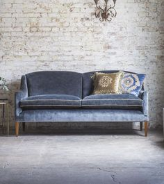 A brand new design from Beaumont & Fletcher, the Edgar sofa is beautifully proportioned, stylish, contemporary and wonderfully comfortable.