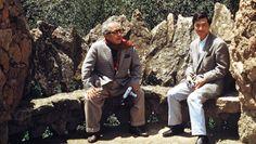 Soru y Hiroshi Teshigahara en Barcelona. Foto: via The Criterion Collection Sogetsu Ikebana, The Criterion Collection, Antoni Gaudi, Filmmaking, Cinema, Japan, Father, Couple Photos, Tokyo
