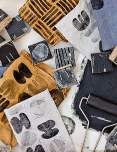 Stamp Printing, Printing On Fabric, Screen Printing, Diy Print On Fabric, Diy Interior, Fabric Paper, Fabric Painting, Stamp Carving, Fabric Stamping