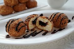Csokis túrógombóc: fogyókúrás desszertek királya! - Ripost Truffles, Tart, Muffin, Keto, Breakfast, Balls, Food, Morning Coffee, Pie