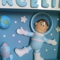 Quadro maternidade Cenário astronauta                  Renata Vanzan Doces Ideias Biscuit Orçamentos: rvanpontes@yahoo.com.br