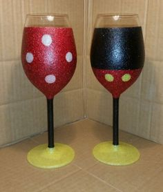 Set-of-2-Mickey-and-Minnie-Mouse-glitter-wine-glasses