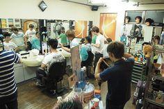 営業が終われば練習~ この日は13人がお店の中に・・だから、あぢぃ~~! #理容 #barber