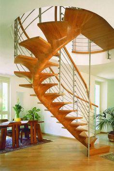 Spindeltreppe mit Mittelholm aus Holz, Treppen Design aus Holz