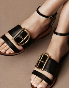 Are you looking for the perfect comfortable sandals? Check out these on trend shoes to update your summer wardrobe!!