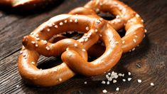 The Surprising Reason You're Always Craving Salt Plus, how to temper your sodium appetite the healthy way. Lidl, Low Sodium Recipes, Healthy Recipes, Healthy Meals, Healthy Food, Pretzel Day, Soft Pretzels, Living A Healthy Life, Onion Rings