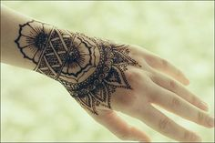 If you are searching for lovely bracelet mehndi designs, your search ends here! Here is a compilation of the 10 best bracelet mehendi designs. Black Mehndi Designs, Stylish Mehndi Designs, Mehndi Designs For Fingers, Beautiful Mehndi Design, Tribal Tatto, Menhdi Design, Tattoo Cover Up, Mehndi Style, Mehndi Patterns