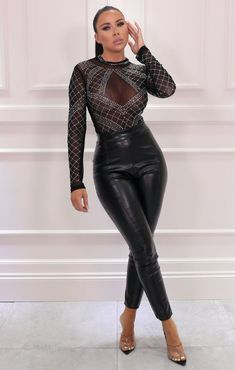 50 Fashion, Girl Fashion, Fashion Looks, Fashion Outfits, Sexy Outfits, Casual Outfits, Glitter Bodysuit, Leather Pants Outfit, High Neck Bodysuit