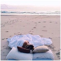 One day I will do this! Sleep at the beach or head over in the early a.m. n watch the sun rise (: how romantic. Ha