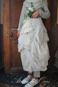MLLE TOTOCHE : Veste RUNDHOLZ, jupe destructurée RUNDHOLZ et petit top à volants Les Ours - Atelier des Ours.