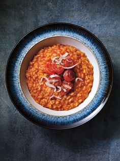Risotto à la tomate.My first Risotto ever.pretty impress with myself! Italian Soup, Italian Dishes, Italian Recipes, Tomato Risotto, Pasta Types, Ricardo Recipe, Food Wishes, Western Food, Italy Food