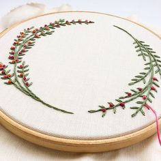 Wonderful Ribbon Embroidery Flowers by Hand Ideas. Enchanting Ribbon Embroidery Flowers by Hand Ideas. Hand Embroidery Stitches, Silk Ribbon Embroidery, Embroidery Hoop Art, Hand Embroidery Designs, Embroidery Techniques, Cross Stitch Embroidery, Knitting Stitches, Simple Embroidery, Embroidery Machines