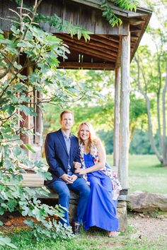 Gorgeous navy blue outfits against the summery green? Yes please! | Charlotte wedding, Charlotte wedding vendors, engagement, engagement session, NC wedding, NC wedding vendors | Photography @juliafayphoto