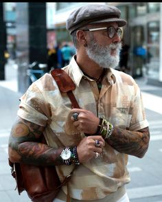 30 Summer outfits for men over 50 Older Mens Fashion, Old Man Fashion, Fashion Over 50, Men's Fashion, Funky Shirts, Cheap Designer Clothes, Men Over 50, Grey Beards, Look Man