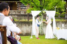 結婚式といえば教会などかっちりした式場をイメージしますが、最近の結婚式は一味違うんです!!アウトドアウェディングと言って、大自然のなかで結婚式を挙げるのが開放感たっぷりでおすすめなんです☺*アウトドアウェディングのメリット、デメリット メリット:・なんといっても開放感!!自然のなかで挙げる挙式にはゲストもおふたりも緊