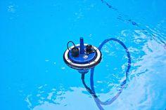 Eine Boje schwimmt für den Empfang immer an der Wasseroberfläche.