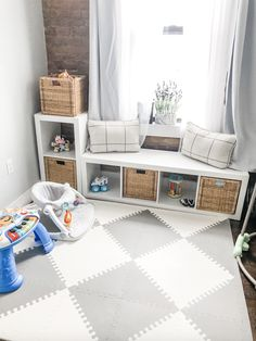 Living Room Playroom, Small Playroom, Kids Living Rooms, Baby Playroom, Small Apartment Living, One Bedroom Apartment, Playroom Design, Child Friendly Living Room, Decorating Small Living Room