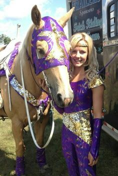 Im riding catch me to the rodeo as well Palomino, Horse Tricks, Trick Riding, Riding Horses, Rodeo Shirts, Barrel Racing Horses, Rodeo Queen, Time Photo, Cowboy And Cowgirl