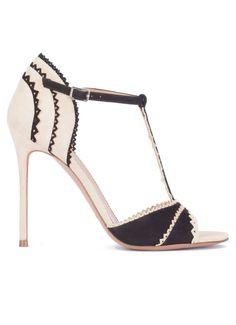 Pura Lopez Megan- Comprar sandalias de tacón alto realizadas en ante negro  y arena con tira en t y festones. Tienda de Zapatos Pura López. de412e168e1b