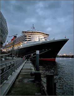 Luxuriöse Queen Mary 2 in Hamburg - Bilder welcher HafenCity Carnival Cruise Bahamas, Ocean Cruise, Rms Queen Mary 2, Queen Mary 2 Ship, Cruise Ship Size, Hamburger Dom, Cruise Ship Pictures, Cunard Ships, American Cruises