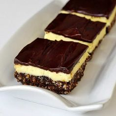 Chocolate Orange Nanaimo Bars - a new recipe with a twist on the classic Canadian treat, the Nanaimo bar. Here the sweet vanilla center gets infused with tangy orange flavor.move over Terry's Chocolate Orange Brownies, Just Desserts, Delicious Desserts, Yummy Treats, Sweet Treats, Cookie Recipes, Dessert Recipes, Cookie Ideas, Baking Recipes