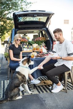 Discover tailgate ideas for a well-styled tailgate party during football season this year.