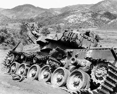 Wrecked British Centurion in Korea October War, Tank Armor, British Armed Forces, Battle Tank, Ww2 Tanks, Korean War, Vietnam War, Military History, World War Ii