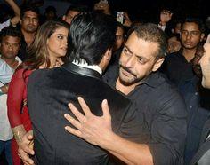 #SRKajol #SalmanKhan and #VarunDhawan #TeamDiwale
