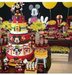 Bolo para o tema Mickey By Festalinda com ❤️❤️❤️ Bolo Mickey, Mickey Y Minnie, Mickey Party, Disney Mickey, Mickey Circo, Minnie Mouse, Minie Mouse Party, Fiesta Mickey Mouse, Mickey Mouse Birthday