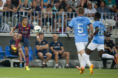 Alexis controla un balón. | Málaga 0-1 FC Barcelona. [25.08.13]