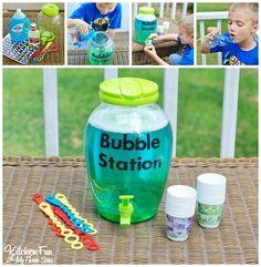 Bricolaje burbuja puesto de relleno hecho en casa con la receta de las burbujas de KitchenFunWithMy3Sons.com