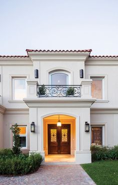 Ideas house front facade porches for 2019 Classic House Exterior, Classic House Design, House Front Design, Dream House Exterior, Exterior House Colors, Modern House Design, Exterior Design, Modern Porch, Mediterranean Homes